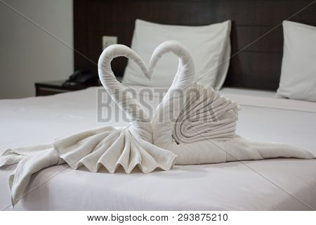 Two Lover White Swan Towels In Hotel