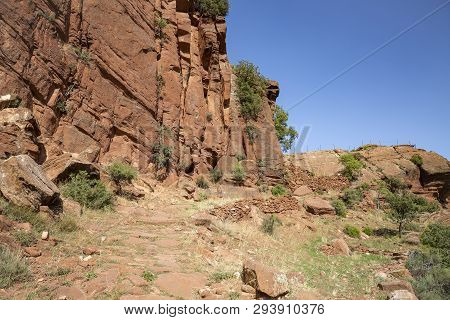 Martin River Cultural Park - Escarpment Of Red Sandstone Next To Penarroyas Village (montalban), Pro