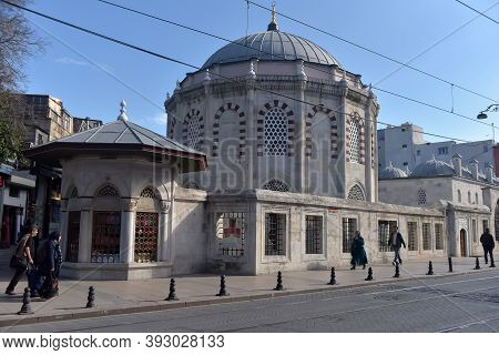 Istanbul, Turkey - 18.03.2018: Ordinary People Walk On The Street In Old Central District Of Istanbu