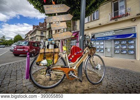 Caudebec En Caux, France - September Circa, 2020. Old Bicycle On The Road For Publicity Of Flea Mark