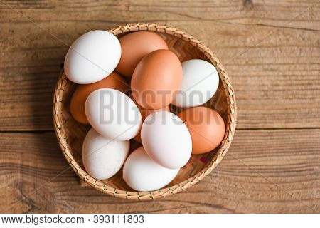 Chicken Eggs And Duck Eggs Collect From Farm Products Natural In A Basket Healthy Eating Concept, Fr