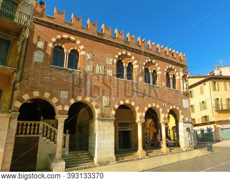 Verona, Italy - September 22, 2014: The Scaligeri Castle Wall In Verona Street And Market View With