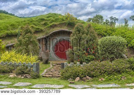 Hobbit Door Of Hobbit Hole In Hobbiton