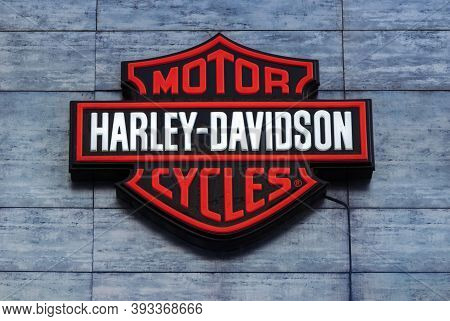 Harley-davidson Motor Cycles Emblem On Showroom Facade, Moscow 10/10/2020