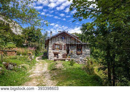 Pralognan/france - August 21, 2020 : Traditional Chalet In Fontanettes Hamlet, Vanoise National Park