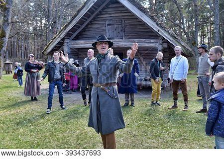 Latvia, Riga, 01,05,2016 Latvian Culture Tradition. Midsummer In Latvia.. Folk Dance Group In Latvia