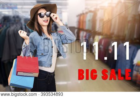 Happy Portrait Beautiful Young Woman Smiling With Sunglasses And Hat She Excited Holding Shopping Ba