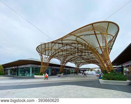 Bangkok Thailand - 7 Nov 2020: Siam Premium Outlets Bangkok, This Is The New Shopping Area In Thaila