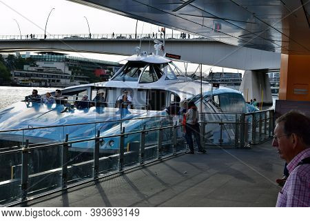 Brisbane Transport River, Tourist Boat And People