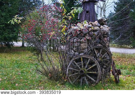 Gabion Basket Idea For Trendy Garden Decorating. Frame Made Of Metal Mesh Filled With Stones Used In