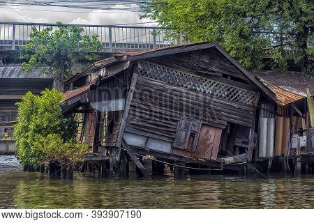 Thailand, Bangkok, 06.07.2019 Riverside Slums & Fishermen Life In Chao Phraya River