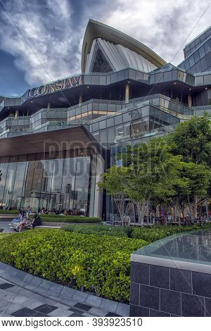 Bangkok, Thailand - 12,07,2019: Exterior View Of Icon Siam At River Side. Icon Siam Is The New Shopp