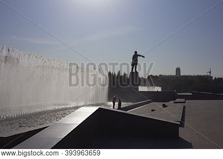 St. Petersburg, Russia, October 02, 2020. The Architectural Ensemble Of Moskovskaya Square: The Hous