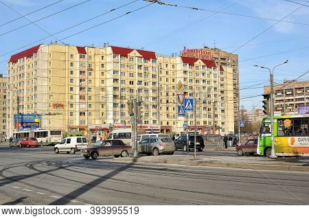 Russia, St. Petersburg, 07.04.2013 Crossroads In The Modern City District With Cars On It