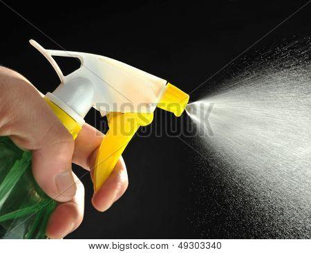 Instantaneous water jet sprayers