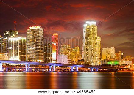 Stadt von Miami Florida bunte Nacht panorama
