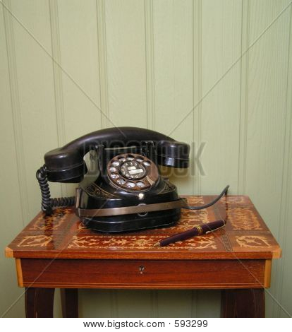 PHONE 1930S AGAINST WOOD PANELLING1