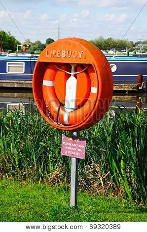 Lifebuoy in marina, Barton-under-Needwood.