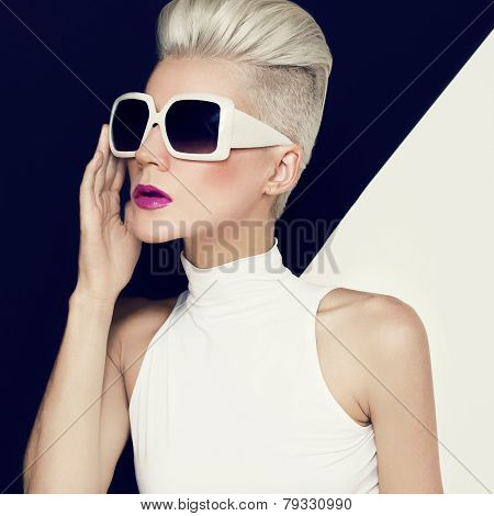 Blonde Model In Trendy Sunglasses With Stylish Haircut. Fashion Photo