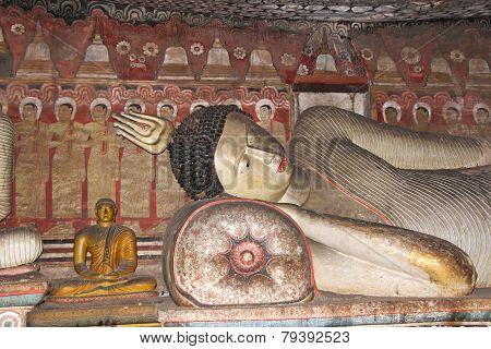 Reclining Buddha in Dambulla Cave Temple