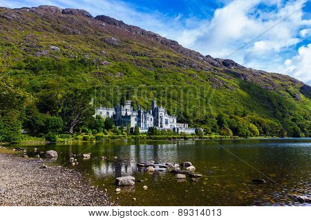 Kylemore Abbey And Pollacapall Lough