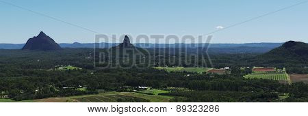 Hills and pasture of the Sunshine Coast hinterland.