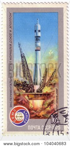 Ussr - Circa 1975: A Postage Stamp Printed In The Ussr Shows Apollo-soyuz Test Project - Launch Of C