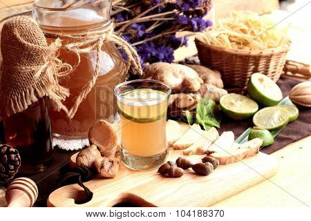 Ginger Water Of Herb And Fresh Ginger With Honey.