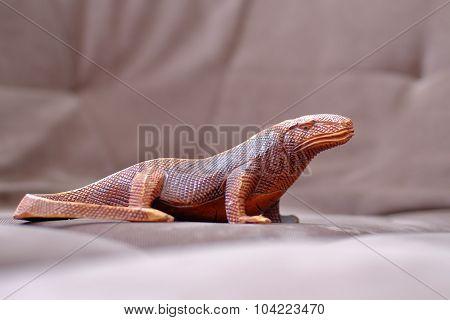 Wooden figurine lizard