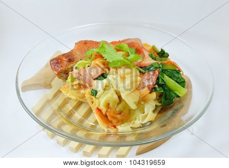 egg noodle with barbecue pork and wanton