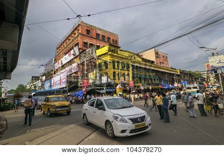 Busy Steet Of Kolkata, Traffic And Ancient Building