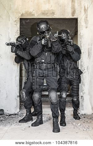 Spec ops police officers SWAT