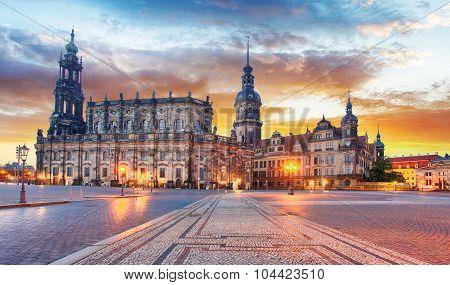 Dresden Hofkirche, Theater Platz