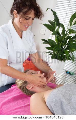 Head Massage Therapy  Of Shiatsu Alternative Medecin