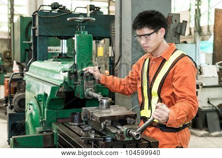 Mechanical Engineering Control Lathe Machine In Factory