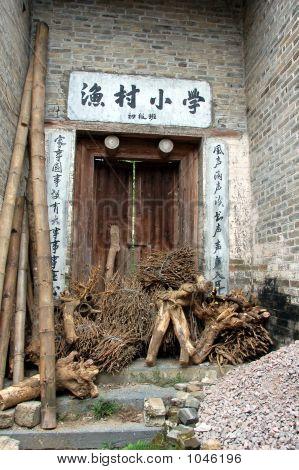 Dorfschule Tür