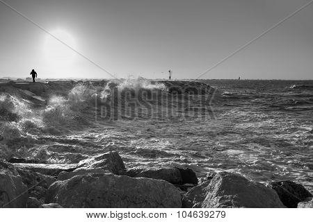 Contro il mare