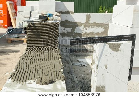 Building the foundation with aerated aerated concrete block