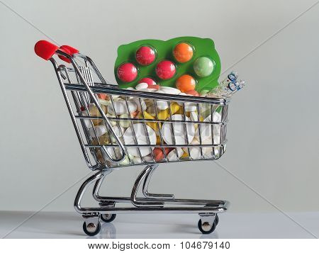Tablets with shopping cart. photo icon for the purchase of drugs on the internet