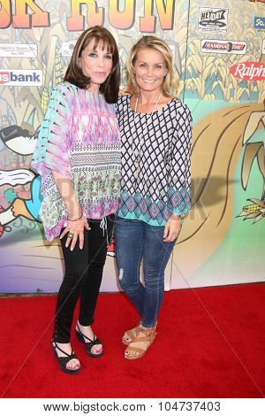 LOS ANGELES - OCT 9:  Kate Linder, Kelly Packard at the Celebrities Salute the Military at Corn Maze at the Big Horse Feed and Mercantile on October 9, 2015 in Temecula, CA