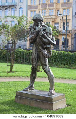 Sculptor Ladislav Shalouna