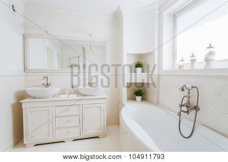 Spacious Bathroom With Big Bathtub