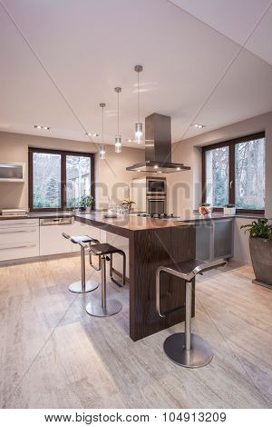 Modern Countertop With Chairs