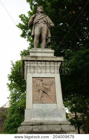 A statue of a famous person on a pedestal in stirling