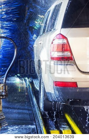 car wash, car wash foam water, Automatic car wash in action3