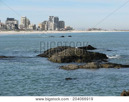 VIEW OF BLOUBERG STRAND, CAPE TOWN, SOUTH AFRICA ON A CLEAR SUMMER DAY 40pg