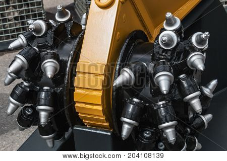 new drill head for the production of drilling operations. Construction drilling equipment