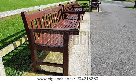 number of park benches in a staggered row