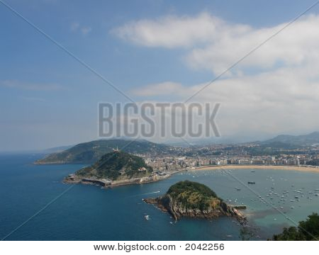 "San Sebastian gulf ""la Concha"" viewed from Higueldo summit poster"