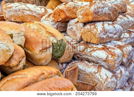 Traditional, rustic, homemade, bread, street, trading, stand, pastry, rural, fair, round, pastry, flour, powdered, bakery, food, meal, dough, loaf, yeast, oven, wheat, crust, texture, crunchy, carbohydrates, brown, grain, agriculture, farm, harvest, cooki